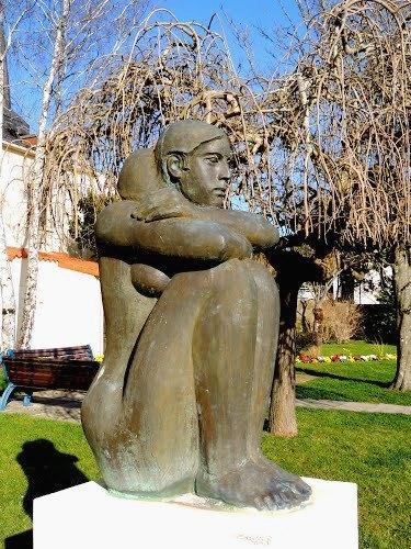 Saint-Hilaire-de-Riez (Vendée) Statue , La femme accroupie