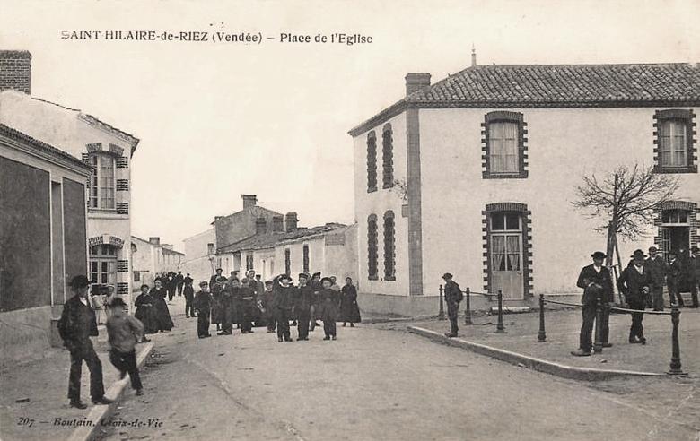 Saint-Hilaire-de-Riez (Vendée) La place de la mairie CPA