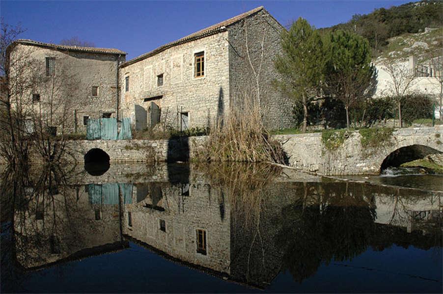 Saint-Hippolyte-du-Fort (Gard) La place de la Canourgue