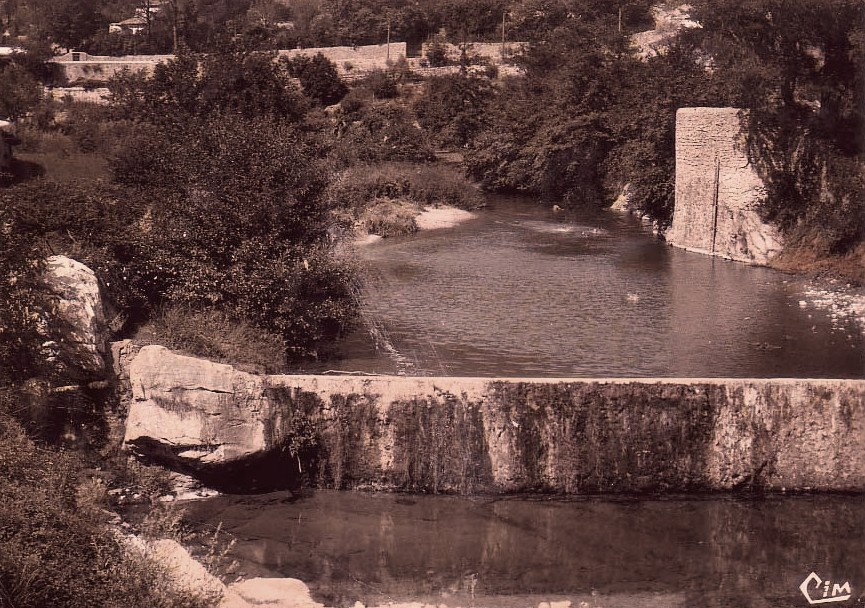 Saint-Hippolyte-du-Fort (Gard) CPA La chaussée de la source