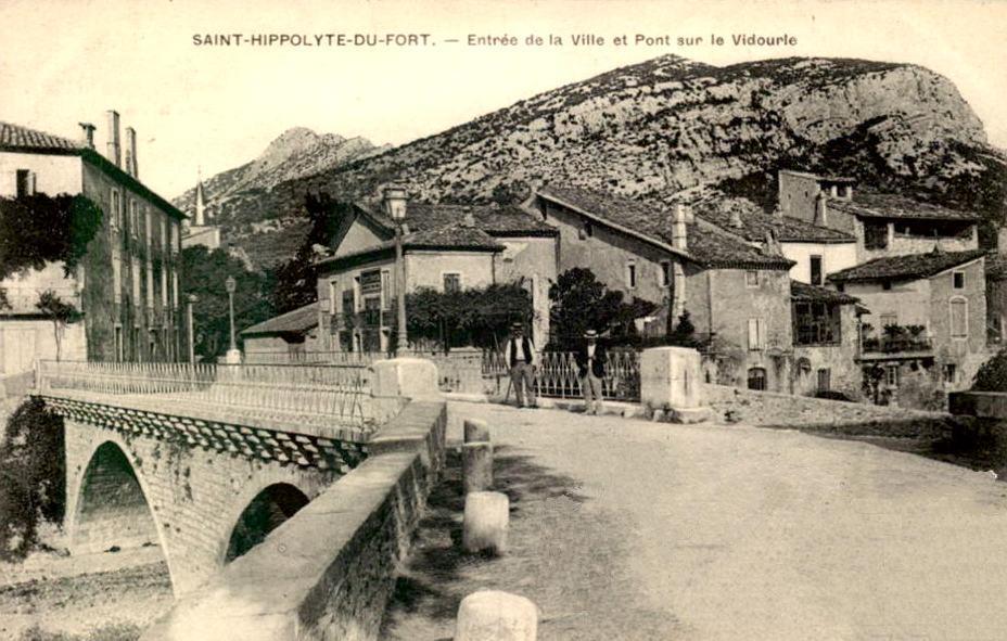 Saint-Hippolyte-du-Fort (Gard) CPA le pont en 1905