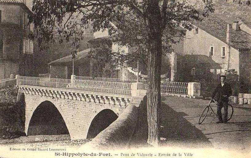 Saint-Hippolyte-du-Fort (Gard) CPA Le pont