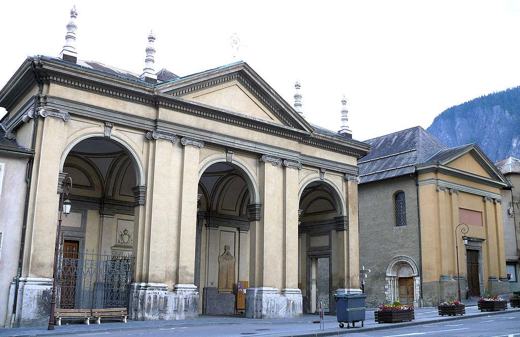 Saint-Jean-de-Maurienne (Savoie) La cathédrale et l'église