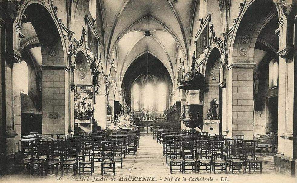 Saint-Jean-de-Maurienne (Savoie) La cathédrale, la nef CPA