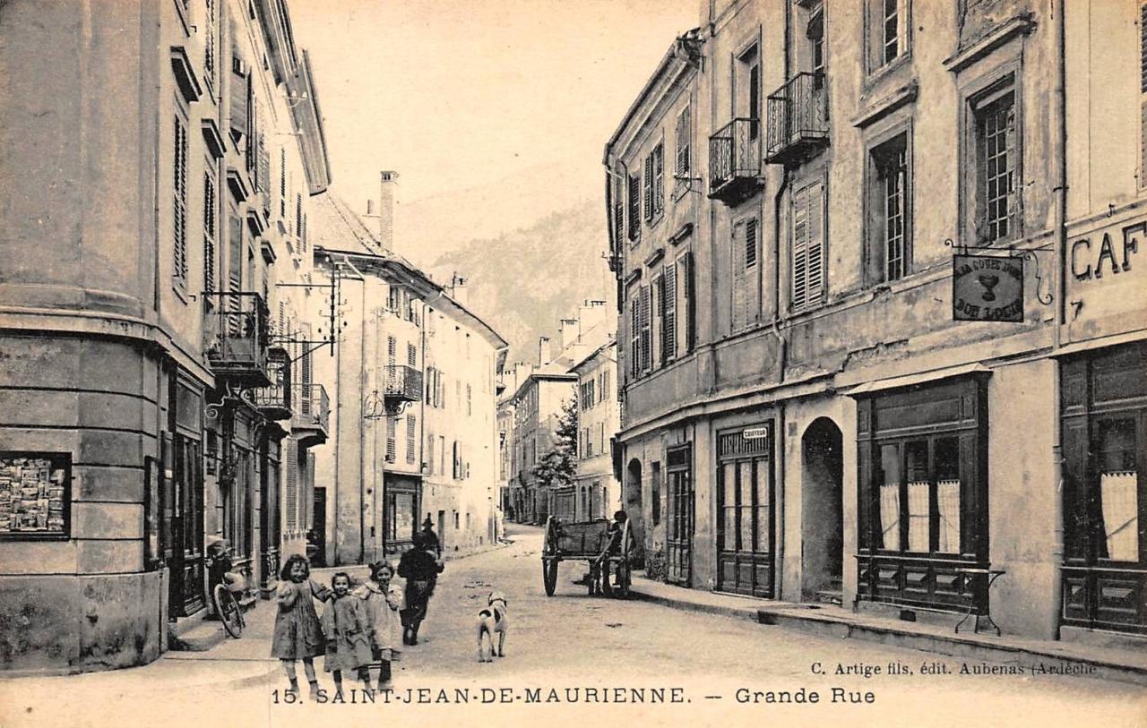 Saint-Jean-de-Maurienne (Savoie) La Grande rue CPA