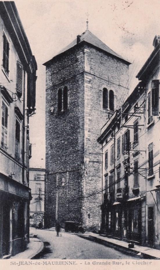 Saint-Jean-de-Maurienne (Savoie) La Grand' rue et le clocher CPA
