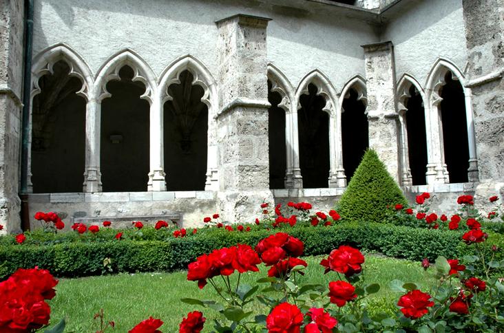 Saint-Jean-de-Maurienne (Savoie) Le cloître de la cathédrale