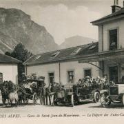 Saint-Jean-de-Maurienne (Savoie) Le départ des cars CPA