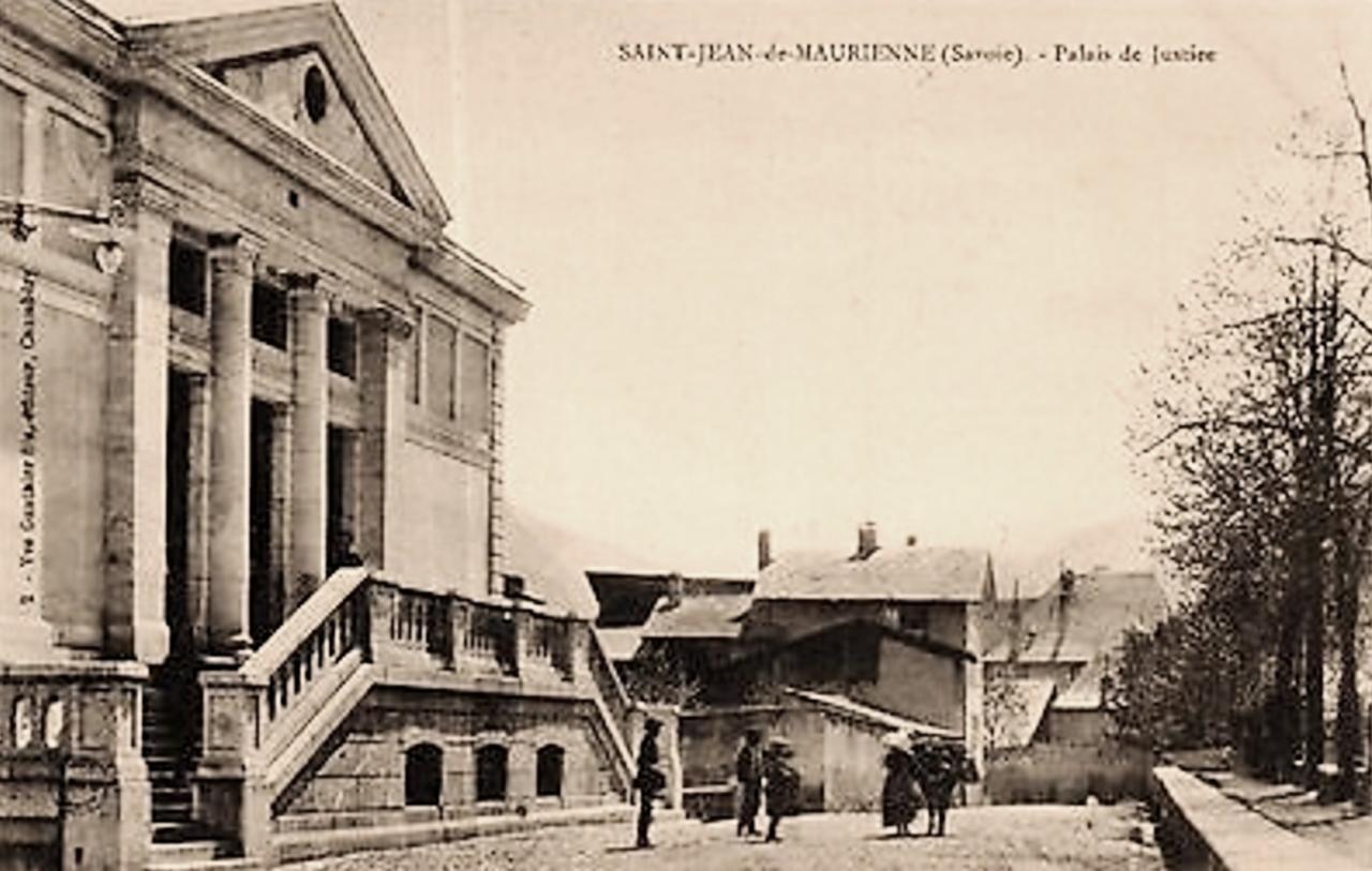 Saint-Jean-de-Maurienne (Savoie) Le Palais de Justice CPA