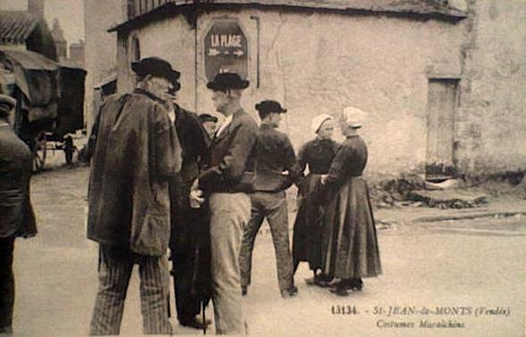 Saint-Jean-de-Monts (Vendée) Costumes maraichins CPA2