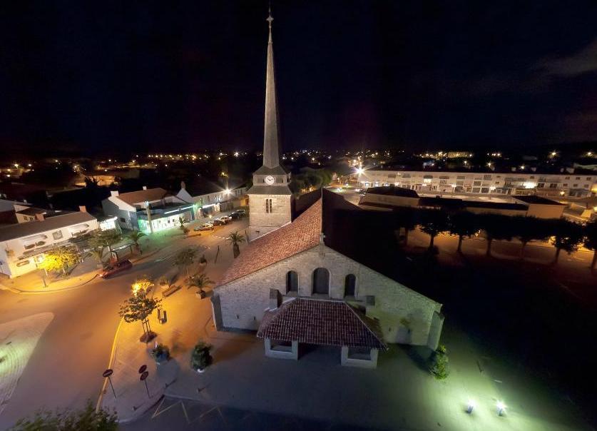 Saint-Jean-de-Monts (Vendée) L'église de nuit