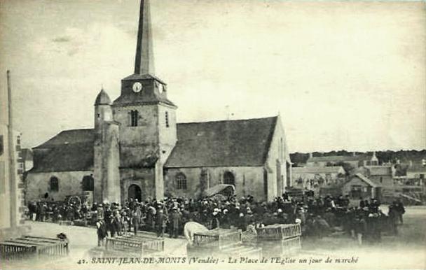 Saint-Jean-de-Monts (Vendée) L'église et le marché CPA