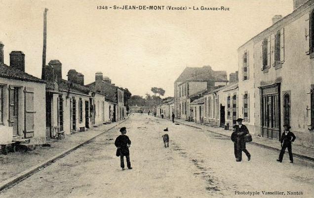 Saint-Jean-de-Monts (Vendée) La grande rue CPA