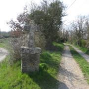 Saint-Jean-et-Saint-Paul (Aveyron) croix de chemin