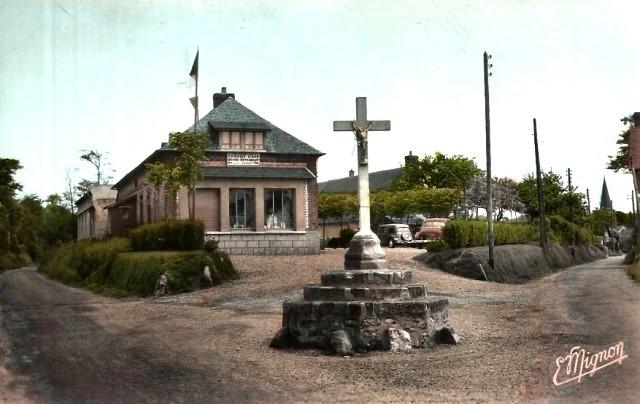 Saint-Martin-aux-Buneaux (Seine Maritime) Epicerie-café et calvaire CPA