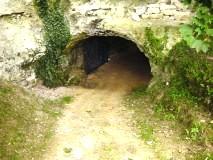 Les Petites Dalles, entrée de la grotte