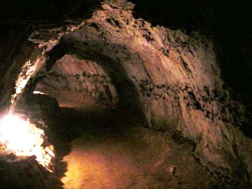 Les Petites Dalles, la grotte