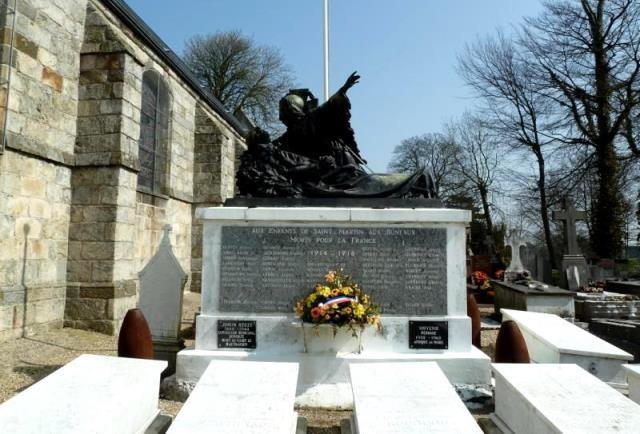 Saint-Martin-aux-Buneaux (Seine Maritime) Monument aux morts