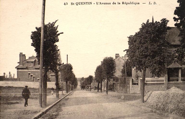 Saint-Quentin (Aisne) CPA l'avenue de la république
