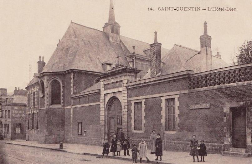 Saint-Quentin (Aisne) CPA l'Hôtel-Dieu