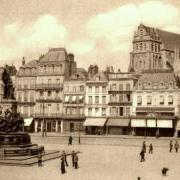 Saint-Quentin (Aisne) CPA la place de la cathédrale