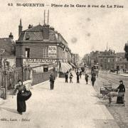 Saint-Quentin (Aisne) CPA la place de la gare