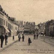 Saint-Quentin (Aisne) CPA la place Paringault