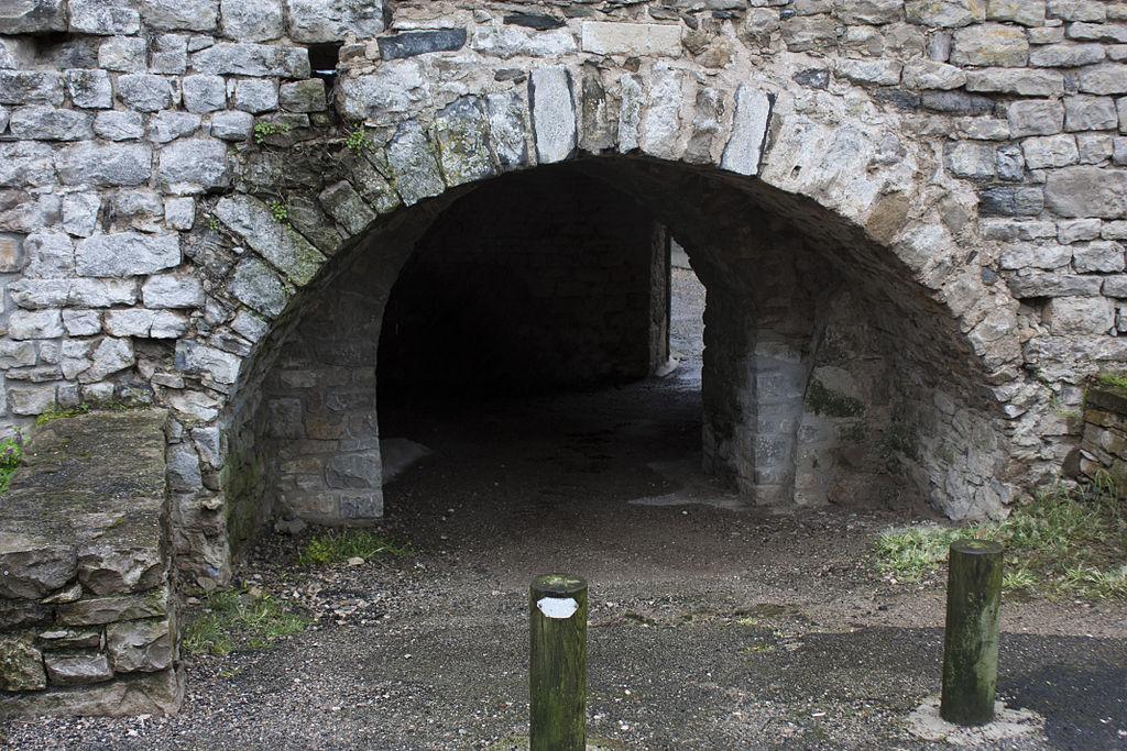 Sainte-Eulalie-de-Cernon (Aveyron) Rempart Nord, passage