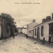 Sallertaine (Vendée) La grand'rue CPA