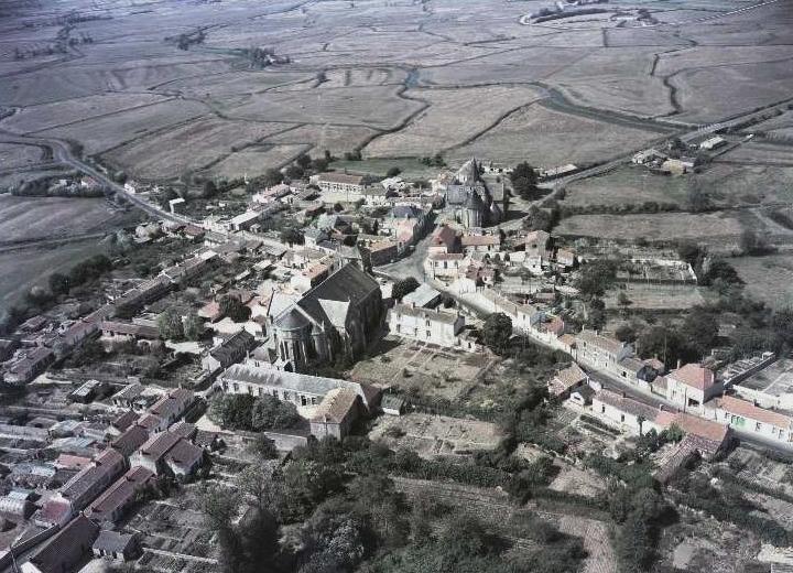 Sallertaine (Vendée) Vue générale vers 1980