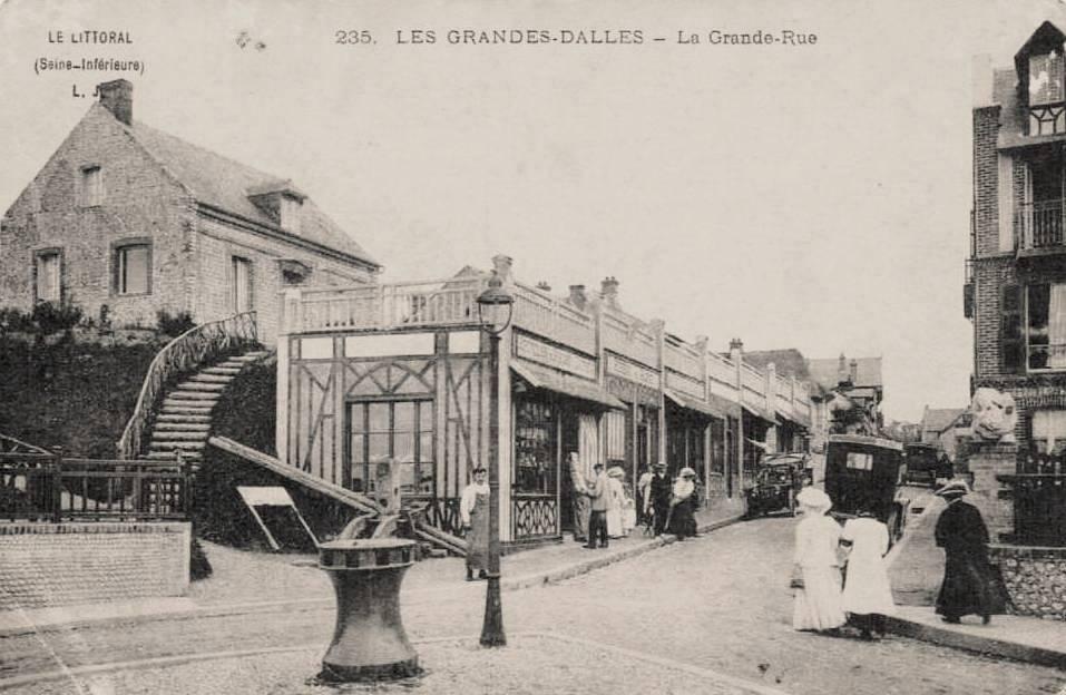 Les Grandes-Dalles, la grande rue CPA