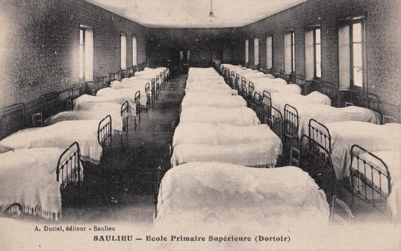 Saulieu (Côte d'Or) L'Ecole primaire supérieur, le dortoir CPA