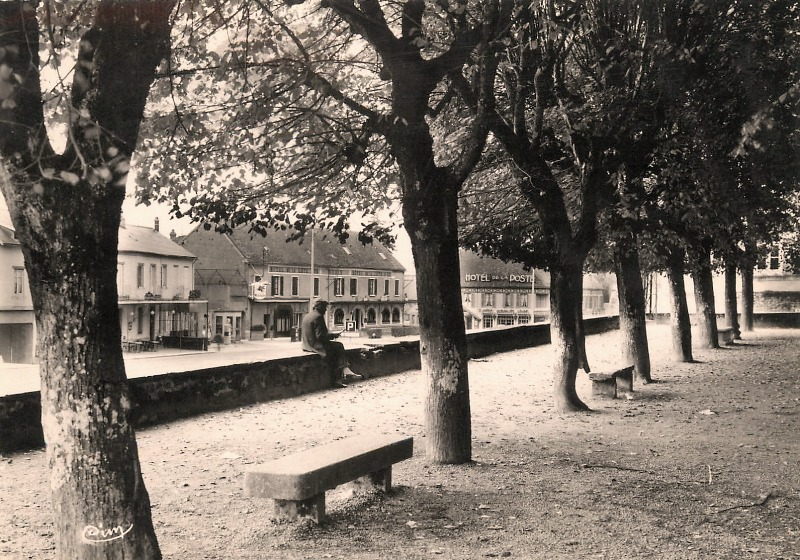 Saulieu (Côte d'Or) La promenade Monge CPA
