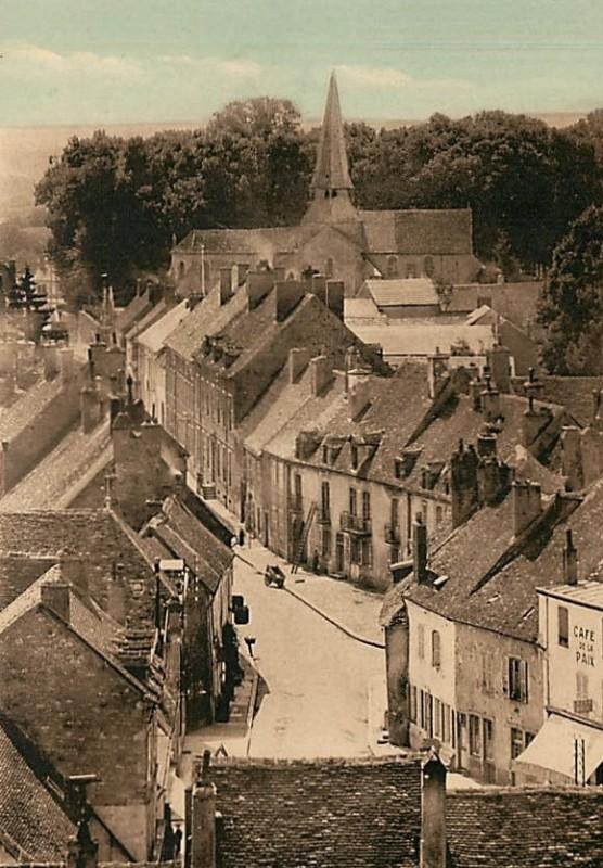 Saulieu (Côte d'Or) La rue Danton CPA