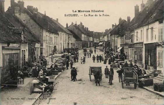 Saulieu (Côte d'Or) La rue de la Foire CPA