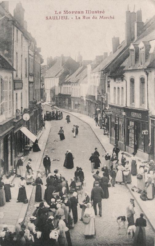 Saulieu (Côte d'Or) La rue du marché CPA