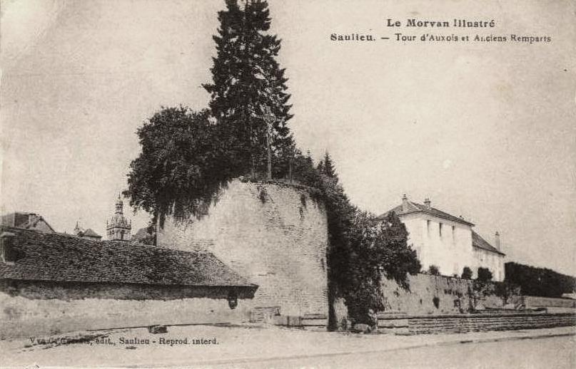 Saulieu (Côte d'Or) La tour de l'Auxois et les anciens remparts CPA