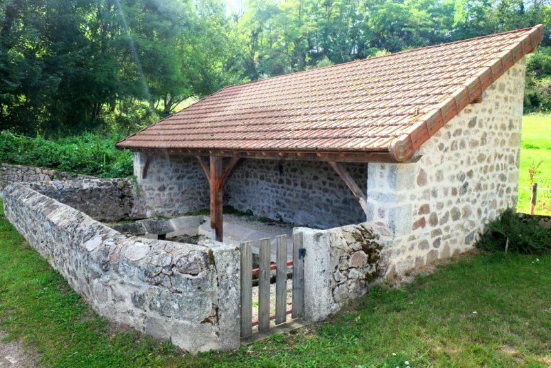 Saulieu (Côte d'Or) Le lavoir de la fontaine aux boeufs