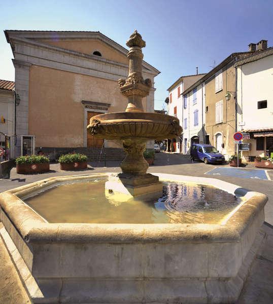 Sauve (Gard) La fontaine place Florian