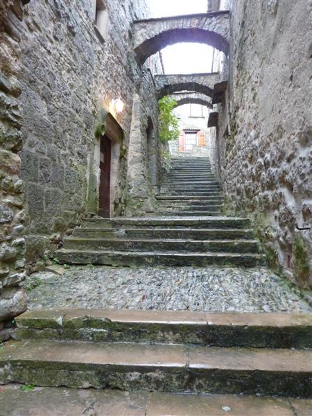 Sauve (Gard) La rue Cavaleresque