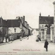 Seignelay (89) La rue des Eaux et Forêts CPA