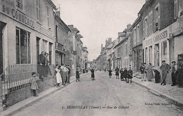Seignelay (89) La rue Gâtelot CPA