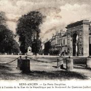 Sens (89) La porte Dauphine CPA