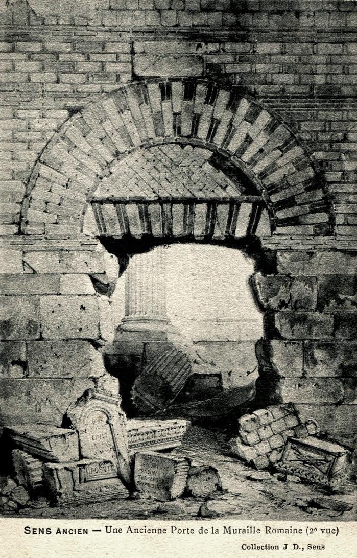 Sens (89) La porte romaine dans la muraille CPA
