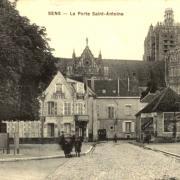 Sens (89) La porte Saint-Antoine CPA