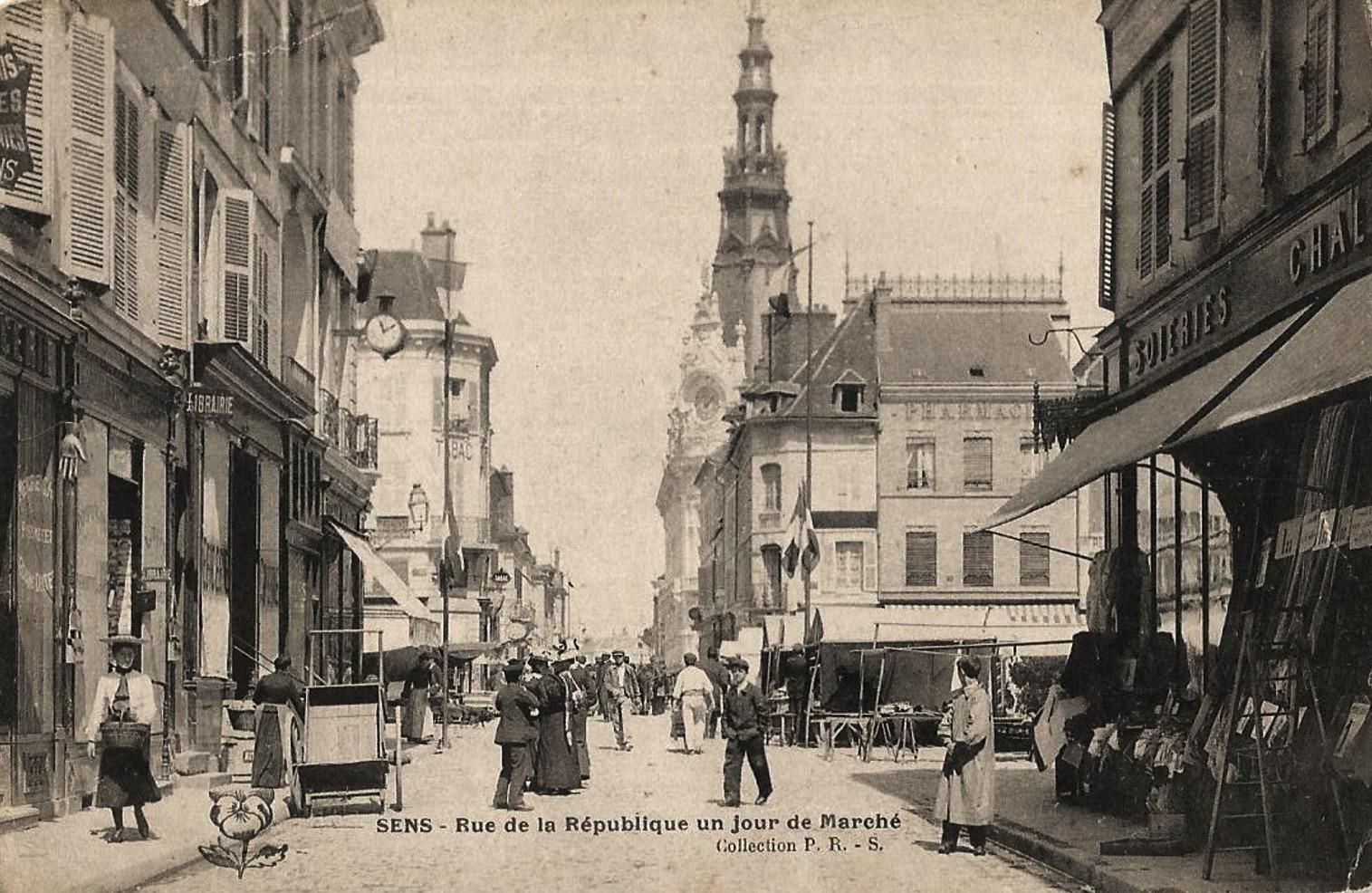 Sens (89) La rue de la République CPA