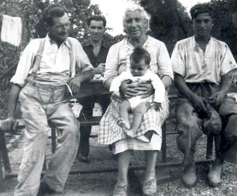 Augustine Isabelle Saillard, son époux et leur petit-fils Alain en 1949
