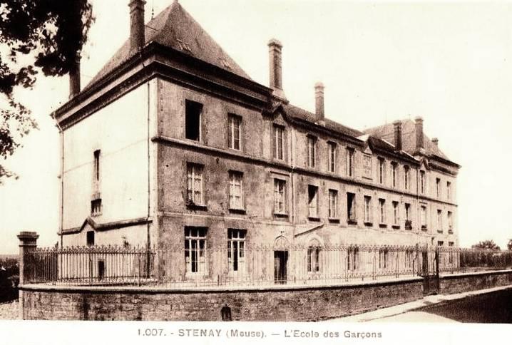 Stenay (Meuse) L'école des garçons CPA