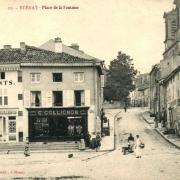 Stenay (Meuse) La place de la fontaine CPA