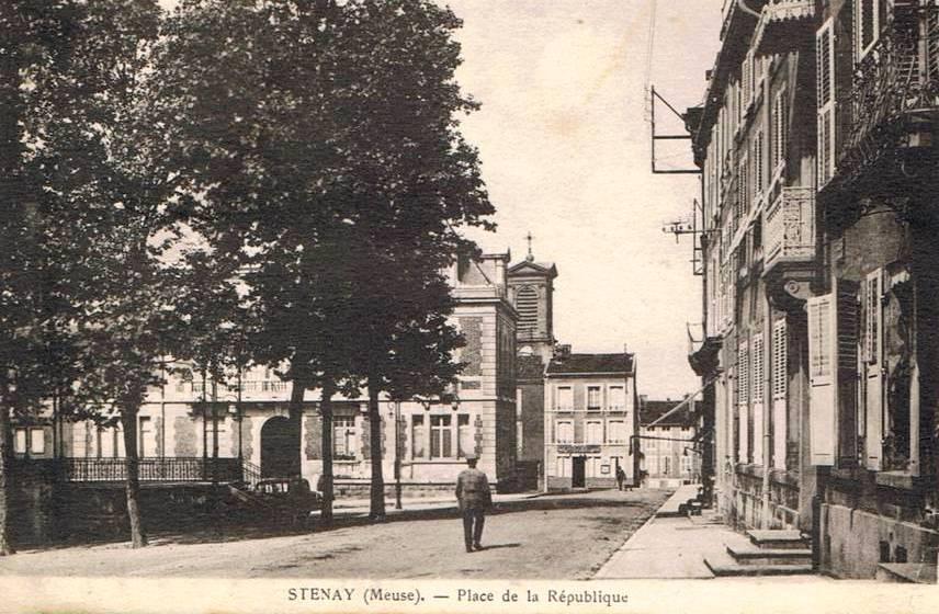 Stenay (Meuse) La place de la République CPA